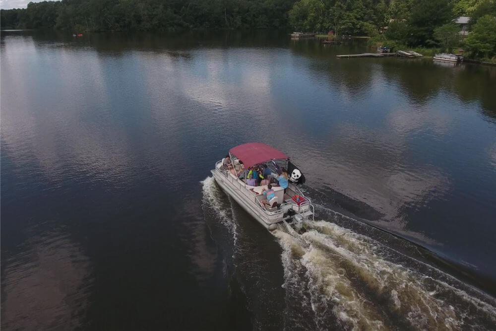 Jellystone Yogi on the Lake boating